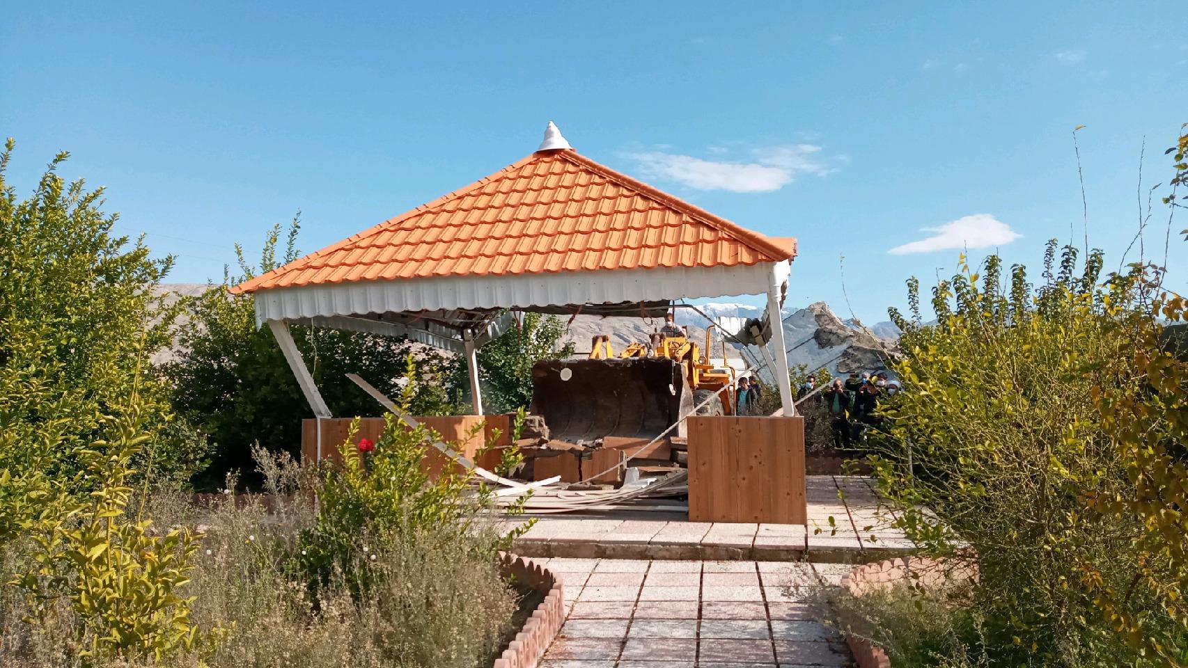 تخریب ساخت و سازهای غیر مجاز در اراضی کشاورزی گچساران