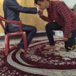 """اقدام متفاوت مدیر هنرستان دارالفنون دهدشت در """"روز پدر"""" ؛ رقص بوسه بر دستان پدران /+تصاویر"""
